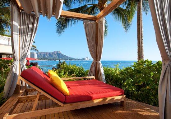 Sheraton Waikiki: View from the Cabanas at the Edge Infinity Pool.
