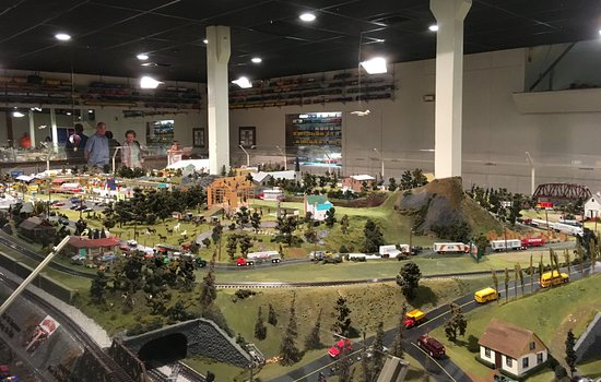 Strasburg, PA: Panoramic view of part of the Choo Choo Barn miniatures landscape
