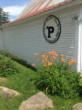 West Glover, VT: The sign for Parker's Pies