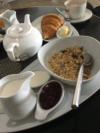 The Quay Boutique Hotel: Selection of juice, hot bev, continental breakfast and hot option.