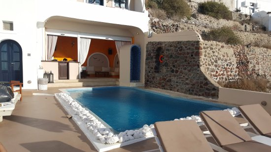 Afroessa Hotel : The pool with the bar in the back. There is also a little shower.