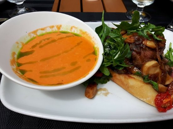 Kingfisher Oceanside Resort and Spa: Tomato Basil Soup with a Steak Sandwich for Lunch