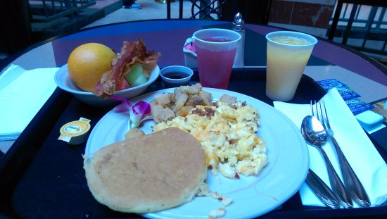 Embassy Suites by Hilton Raleigh - Durham/Research Triangle: Chef cooked breakfast