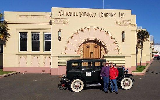 Napier, Nova Zelândia: Millie and friends at the National Tobacco Company Ltd
