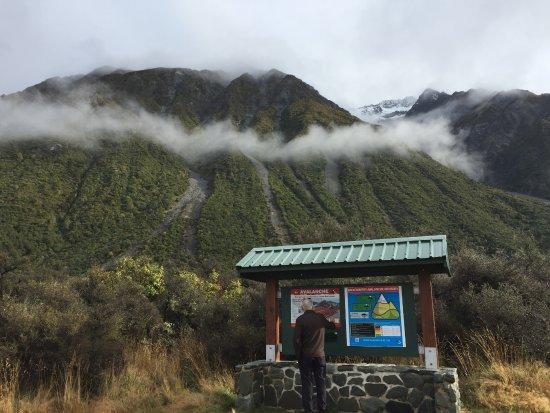 Aoraki Mount Cook National Park (Te Wahipounamu), New Zealand: Entrance to ball hut walk