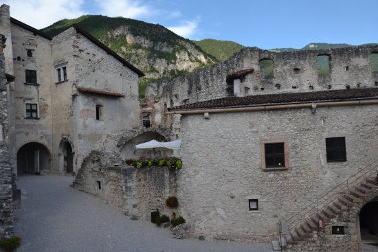 Besenello, Italien: Interni