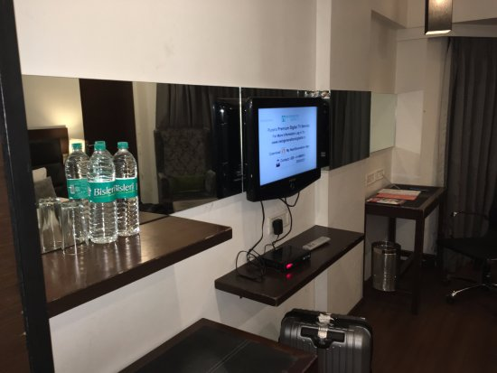 The Coronet Hotel : Basic writing desk with dirty chair