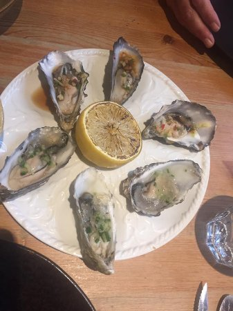 Newborough, UK: Oysters - gin & tonic & Vietnamese which were my favourites