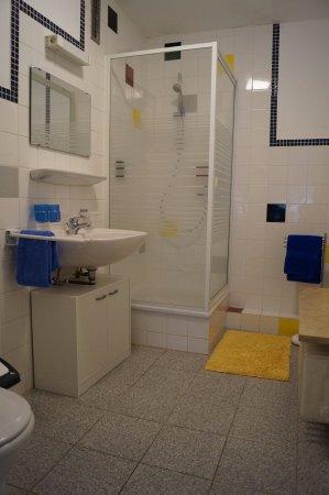 Bobingen, Deutschland: Badezimmer Doppelzimmer Typ II