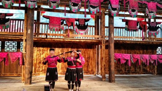 Jin Zhu Zhuang Nationality Village: Yao Minority Long Hair Women