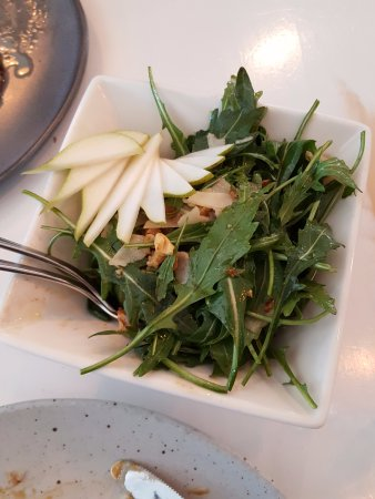 Willoughby, Australien: Rocket & Pear Salad - yum!