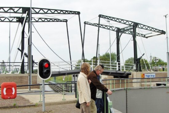 Vianen, Pays-Bas : passage connecting Brugdijk