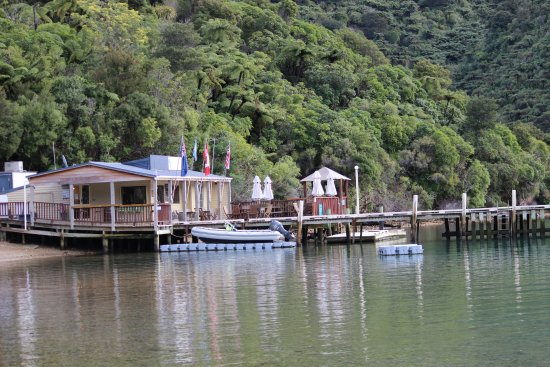 Endeavour Inlet, Yeni Zelanda: Cafe and wharf