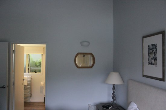 Endeavour Inlet, Selandia Baru: looking into the bedroom at the porthole