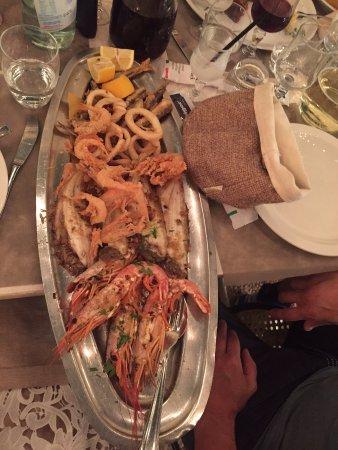 Besozzo, Italy: Grigliata di pesce