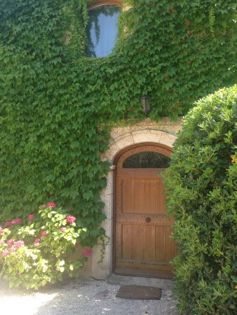 Noves, France: La Tuilerie: Front Door