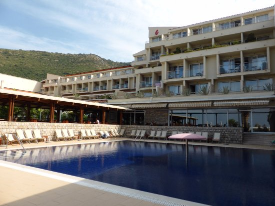 Hotel Palas: Petite piscine extérieure