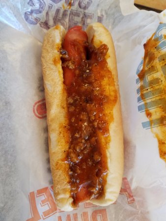 Lancaster, Californië: Have you ever looked at a hotdog? What a face!