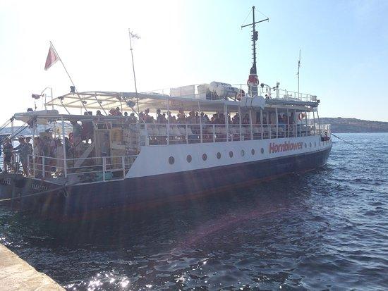 Bugibba, Malta: Barco en muelle