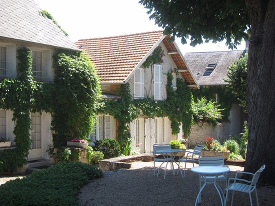 Tavers, France : Ground floor rooms facing onto the garden