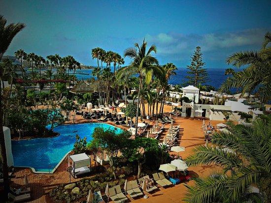 View of pool sea picture of hotel jardin tropical costa for Jardin tropical tenerife tripadvisor