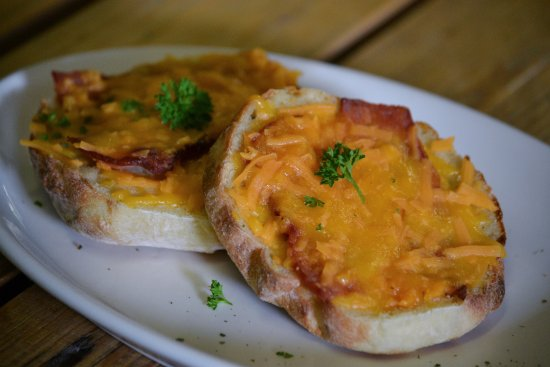 Kuils River, Sudáfrica: The customer favourite Sizzler - Bacon and Melted Cheese on a roosterbrood