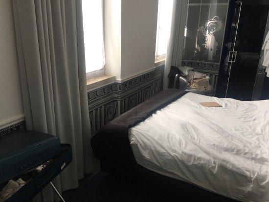 Teatro Bed & Breakfast: Questa sarebbe la stanza da 20 mq!!!!!! Che coraggio e che bugie... chiedendo spiegazioni hanno