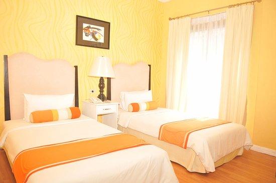 Queen Margarette Hotel: De Luxe Room  - PhP 2, 900.00