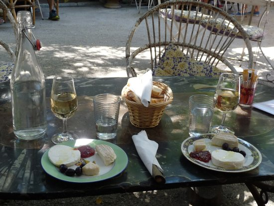 Grignan, Prancis: assiette de chèvres