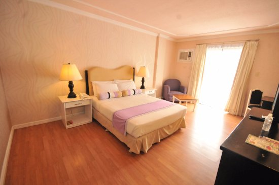 Queen Margarette Hotel : Junior Suite (Queen Bed)  - PhP 3, 500.00