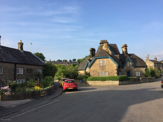 Beeley, UK: Recommend rooms in the cottages opposite to pub