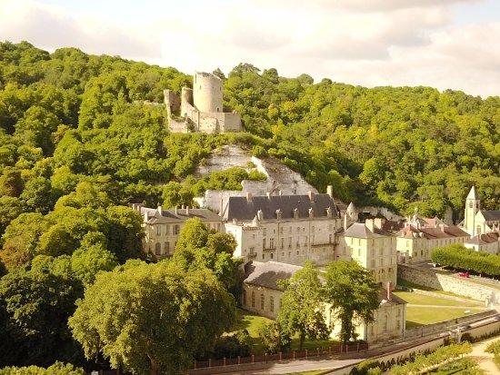 La Roche-Guyon, فرنسا: Château de La Roche-Guyon. Photo de Jérôme Hauvill. Juillet 2017.