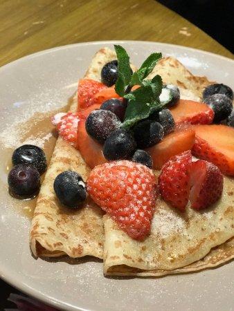 Binegar, UK: Fresh Fruit Pancakes