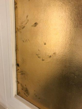 Fingerabdrucke An Der Decke Im Bad Verstopfter Abfluss