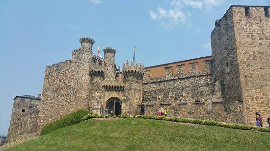 ปอนเฟร์ราดา, สเปน: Exteriores del Castillo Tempario