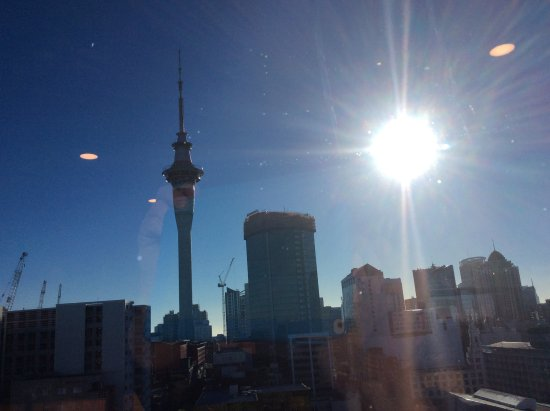 Grand Millennium Auckland: The view from the club lounge at breakfast