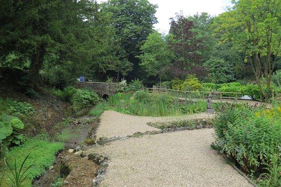 Bonsall, UK: Garden view