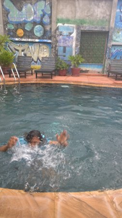 Sidewalk Never Die Hotel Siem Reap: take a splash in the outdoor pool.