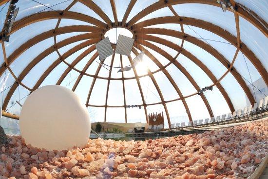 บาดวินด์ไชม์, เยอรมนี: Unter der Kuppel des Salzsees...