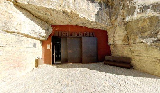 Ares del Maestrat, Spania: Museo de la Cueva del Castillo