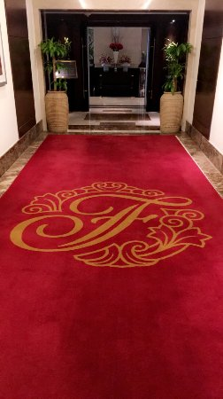 Makkah Clock Royal Tower, A Fairmont Hotel : الطابق ٢٨ .. استقبال فيرمونت الذهبي ❤️