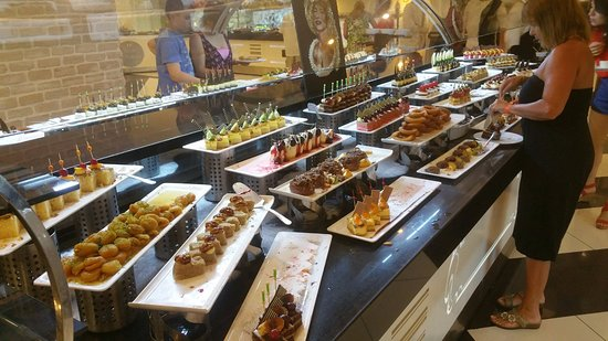 Delphin Imperial Hotel Lara: une partie des desserts