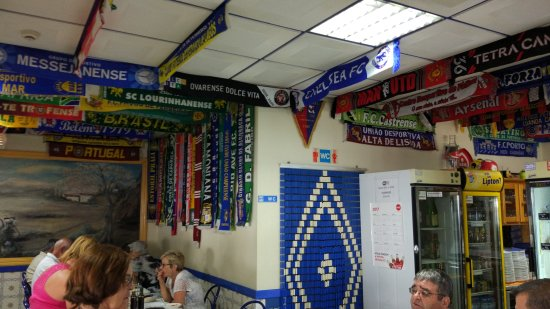 Ferreiras, Πορτογαλία: football scarfs everywere