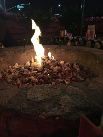 Culver City, CA: LOVE the outdoor firepit. You'll want to sit close to it on a chilly L.A. evening.