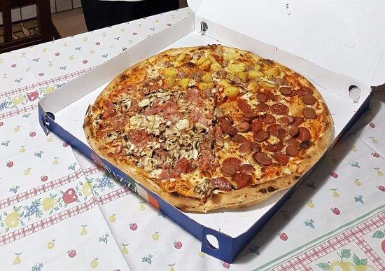 bar ristorante pizzeria LA PERLA: 1/3 wurstel&salamino; 1/3 cotto&funghi; 1/3 patate&salsiccia
