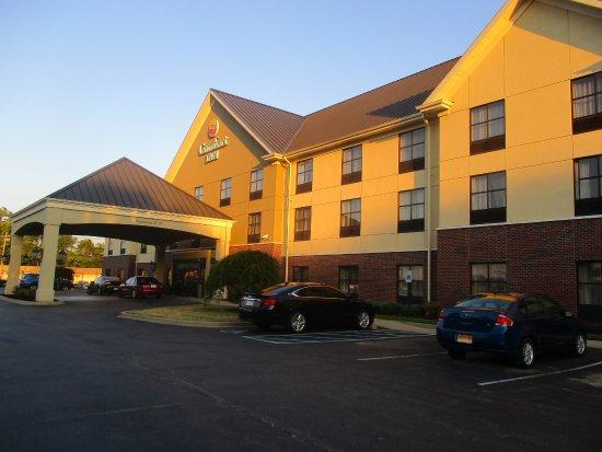 Comfort Inn Louisville: Front of hotel