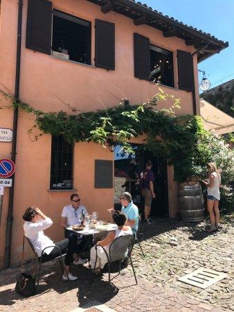 Serralunga d'Alba, Italia: Exterior