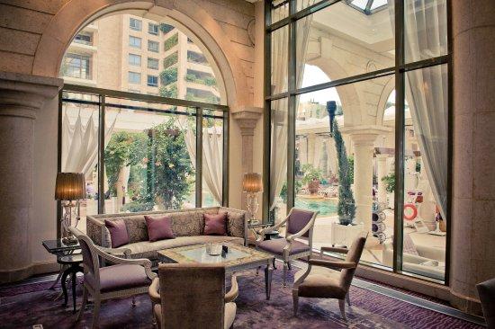 Cascades Lounge (268656797)
