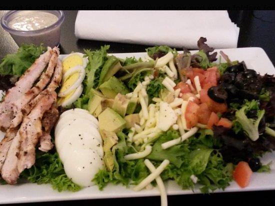 De Soto, MO: Avocado Cobb Salad