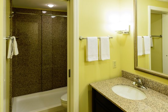 Wilmore, KY : Standard Suite Bathroom